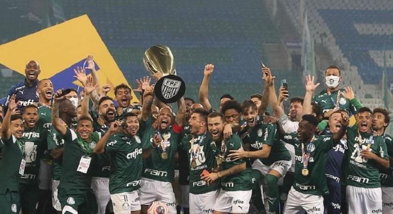 Após reunião com a FPF, governo de SP decide manter veto a partidas de futebol