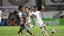 Corinthians vence Santos na Vila, quebra tabu e avança no Paulista