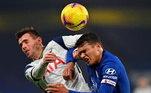 Em jogo fraco, de nenhum gol e poucas emoções, Tottenham e Chelsea empataram no clássico londrino disputado no Stamford Bridge, pela 10ª rodada do Campeonato Inglês. Apesar do tropeço, o time comandado por José Mourinho sustentou a liderança da tabela