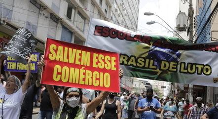 Comerciantes protestaram ontem  contra novas restrições