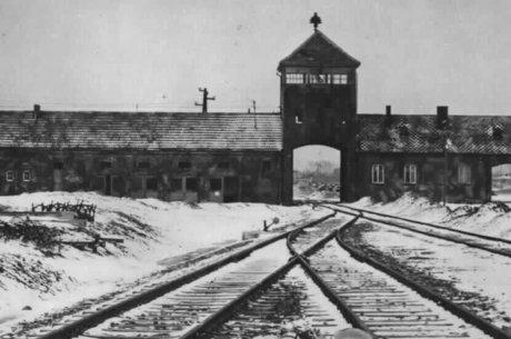 Auschwitz, acima, foi o principal campo de extermínio nazista; 'ao negar Holocausto, o que ocorreu ali se torna mais digerível para alguns', diz Milgram