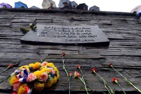 Memorial de vítimas no Leste Europeu; milhares de valas foram descobertas ou estão escondidas na região