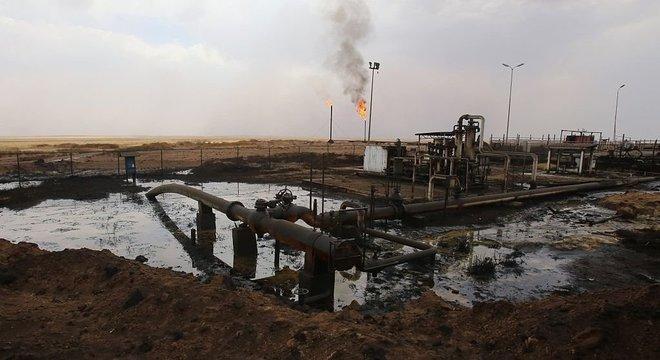 Apesar da ofensiva turca, a maioria dos campos de petróleo no leste da Síria permanece sob controle das Forças Democráticas da Síria