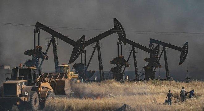 Cerca de 500 soldados americanos permanecem no norte da Síria para proteger as instalações de petróleo do país