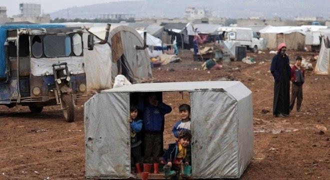 Campos de refugiados seguem cheios no norte da Síria