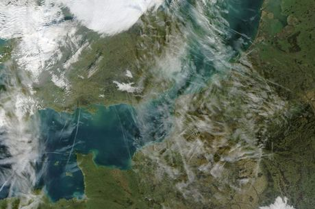 Canal da Mancha separa o Reino Unido da França