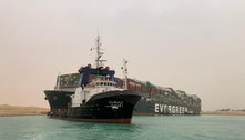 Navio encalha e paralisa circulação no Canal de Suez, no Egito