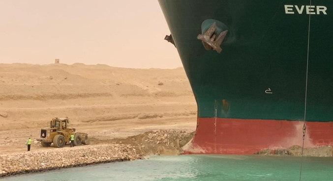 Não se sabe quando navio será liberado e circulação retomada