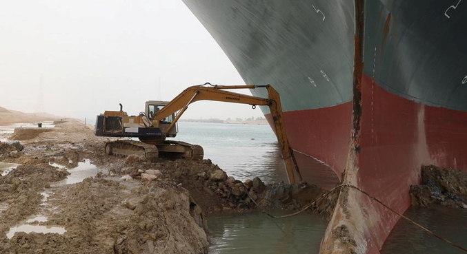 Usuário no Twitter brinca com escavações no Canal de Suez