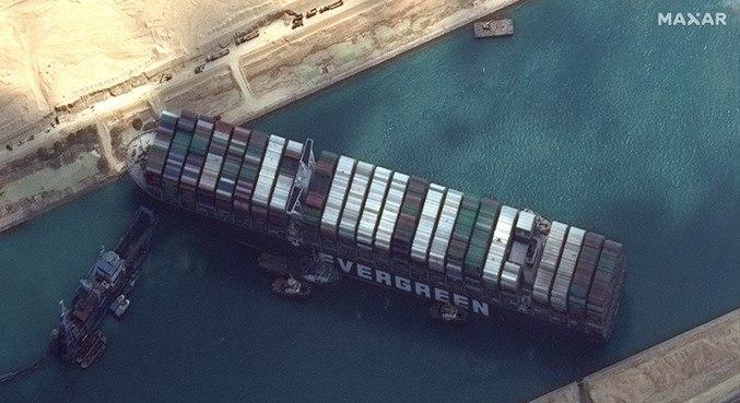 Capitão de navio é responsabilizado por bloqueio no Canal de Suez