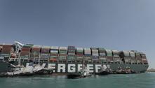 Operação retira 7 piscinas olímpicas em areia, mas navio continua preso