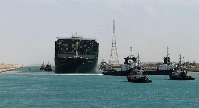 Cargueiro foi liberado no Canal de Suez depois de uma semana encalhado