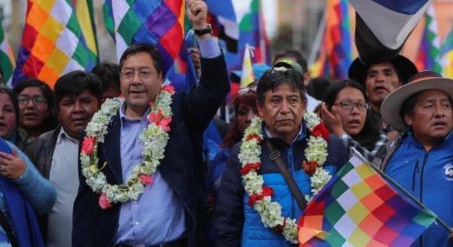 Processo no TSE pretende inviabilizar o candidato Luis Arce, do partido MAS