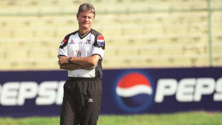 Candinho - Corinthians - 1997; Candinho ficou à frente do Timão por apenas cinco partidas oficiais. Fez o seu papel e livrou o time do rebaixamento. Na temporada seguinte, foi substituído por Vanderlei Luxemburgo.