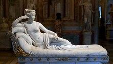 Homem quebra estátua em museu na Itália tentando tirar uma selfie
