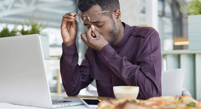 Médicos explicam que excesso de trabalho causa estresse e rouba horas de atividades físicas