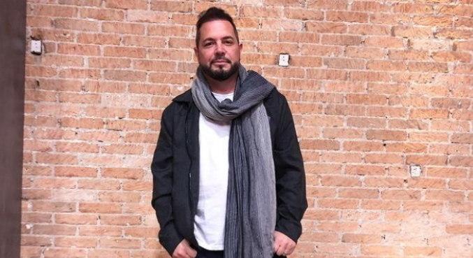 Conrado fala sobre os desafios de avaliar novos talentos no Canta Comigo