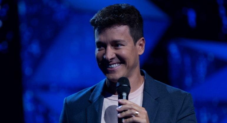 Rodrigo Faro comanda a terceira temporada do reality Canta Comigo