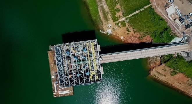 Unidade de captação de água em uma das represas do sistema Cantareira, em SP