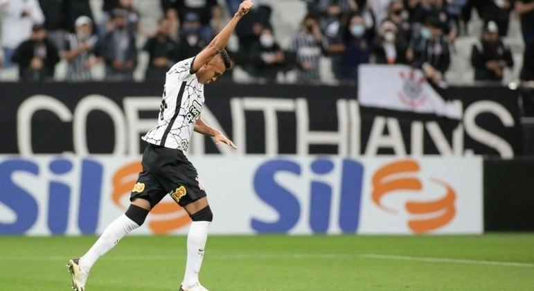Cantillo fez o primeiro gol com a camisa do Corinthians, ontem. Torcida 'enlouqueceu' o time