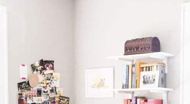 cantinho de livros aconchegante no seu quarto rosa