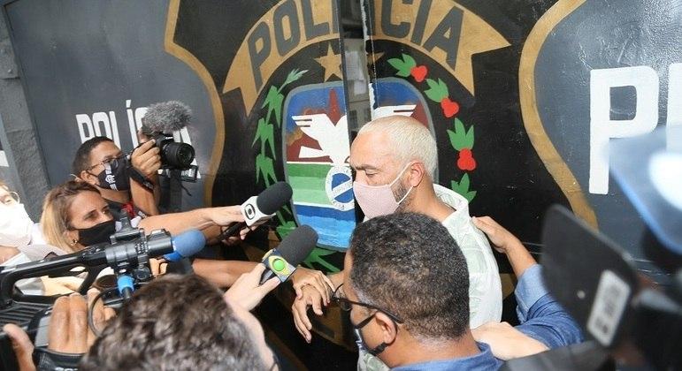 Cantor deixou o sistema prisional nesta quinta-feira (18), na zona norte da cidade