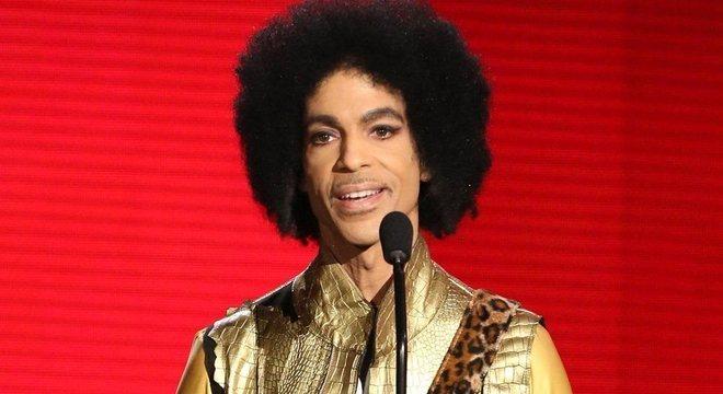 O cantor americano Prince morreu em 2016, vítima de overdose acidental de substância fentanil