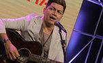 Cantor Gabriel, ex-dupla com Zé Henrique, cantou seus maiores sucessos no programa