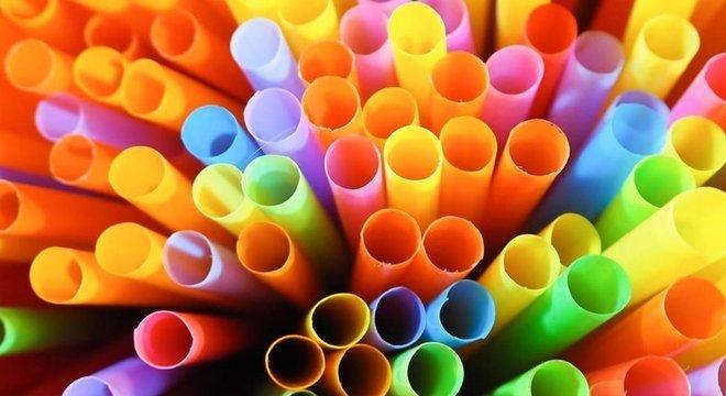 Plástico tem efeitos tóxicos para o meio ambiente