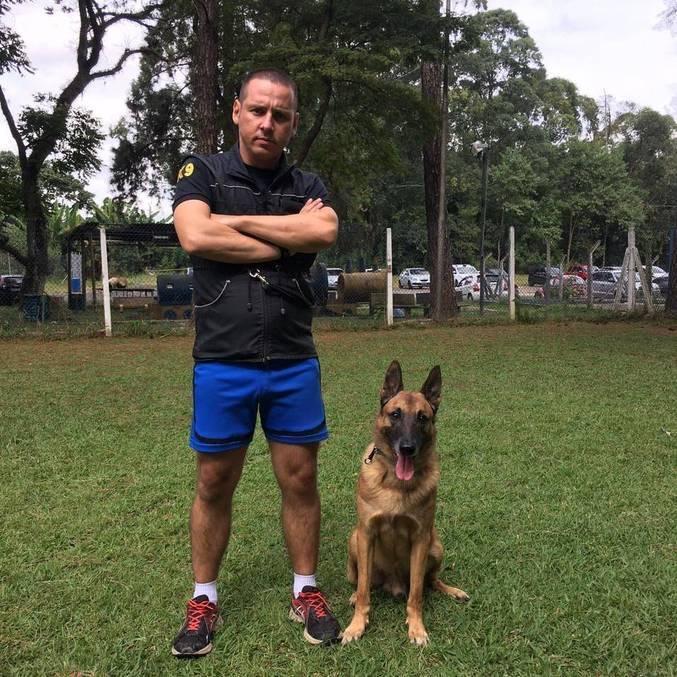 Cabo PM Vorpini e Barão, seu companheiro nas operações da polícia militar