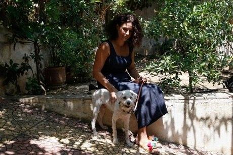 Loukoumakis está com Diana em um abrigo
