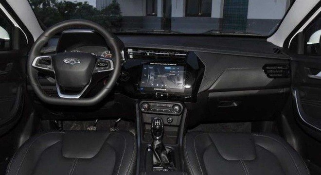 Interior do Tiggo chinês tem painel modificado, nova multimídia e há opção de câmbio CVT