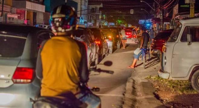 Desabastecimento no Amapá gera filas em postos e falta de água