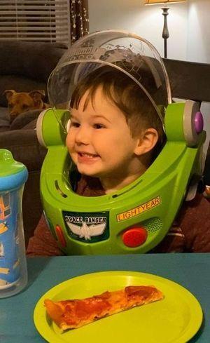Silas é autista e adora nuggets