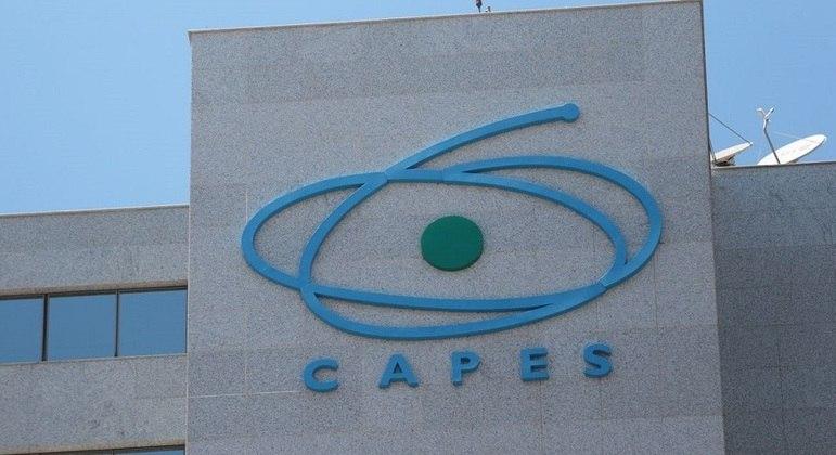 Capes informou que não fará corte de bolsas de pesquisa em 2021