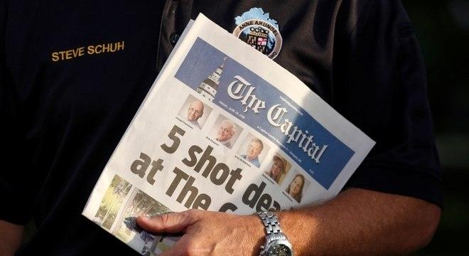 """Manchete de versão impressa destaca """"5 mortos a tiros no Capital"""""""