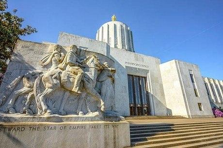 Capitólio do Oregon é invadido por 300 pessoas