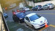 Suspeitos roubam carro de casal, batem e capotam em Diadema (SP)