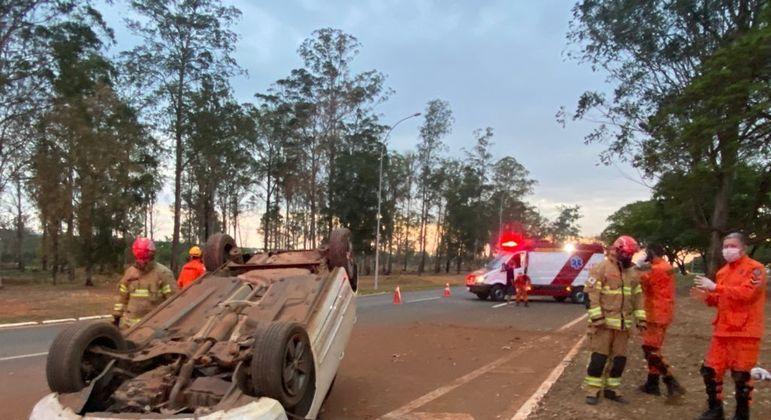 Motorista perdeu o controle da direção na EPGU, próximo ao viaduto do Eixão