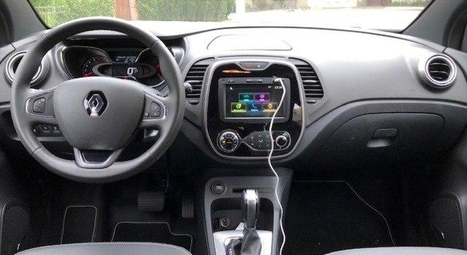 Os itens de série deixam a desejar no Renault Captur, se comparados com o Hyundai Creta.