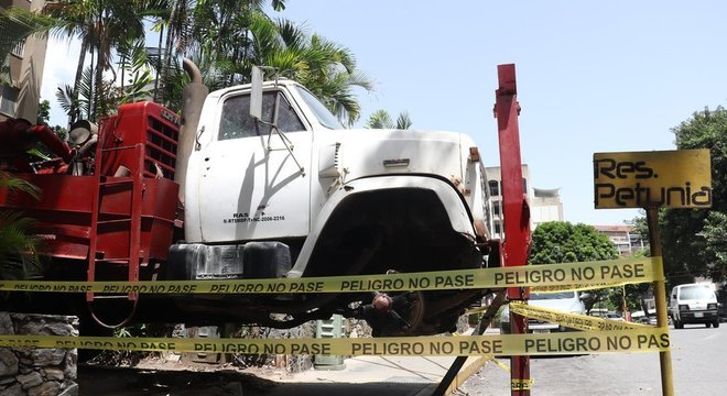 Grandes caminhões são frequentemente usados em trabalhos de perfuração