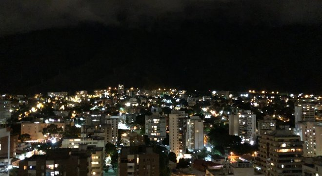 Na tentativa de evitar invasões, alguns proprietários pedem que os vizinhos acendam à noite as luzes do imóvel