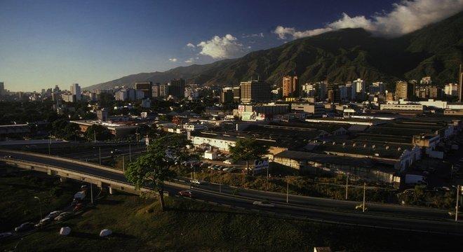 Parte das receitas do petróleo ajudou a realizar várias obras de infraestrutura e modernização em toda a Venezuela. Caracas era assim em 1978