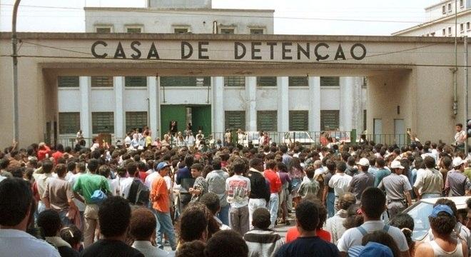 Após invasão da Polícia Militar, 111 detentos foram executados no Carandiru