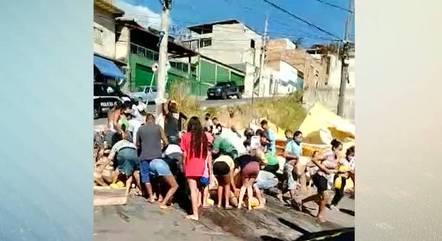 Vídeo registrou disputa pela carga em BH