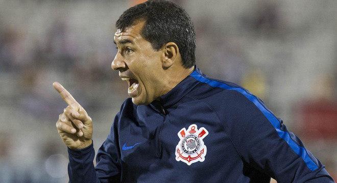 Carille irritado com as cobranças para que o Corinthians seja ofensivo