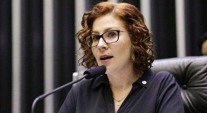 Problema é criticar de forma generalizada, sem apontar nada de concreto, diz Carla Zambelli