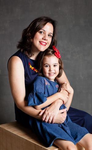 Carla e a filha Mariana