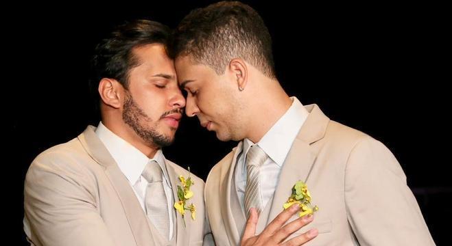 O casamento civil de Carlinhos e Lucas mobilizou as redes sociais