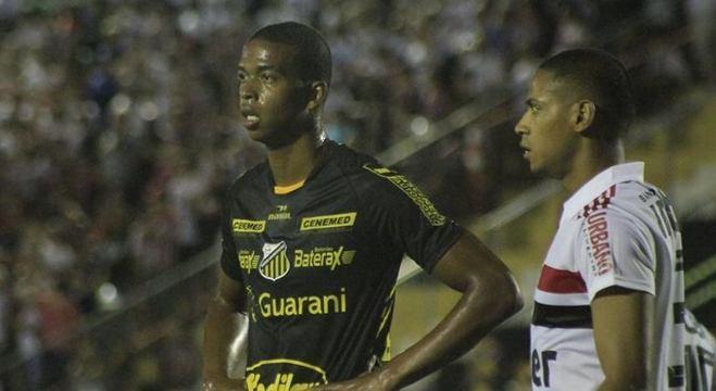 Carlinhos diz que tem como característica a frieza na hora de finalizar em gol